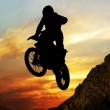 Mototsyklist to jump off a cliff — Stock Photo #39018393