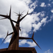 Abstract pointy iron structure monument - Foto Stock