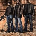 Постер, плакат: Gang members with guns