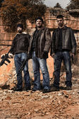 Gang members with guns — Stockfoto
