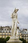 Schöne statuen befindet sich das museum des louvre in paris, frankreich — Stockfoto