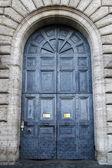 Porta antica massiccia — Foto Stock