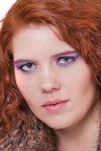 Jonge vrouw met rode natuurlijk haar — Stockfoto