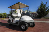 White golf cart parked — Foto Stock