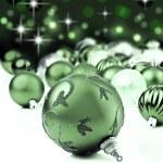 grön jul prydnadsföremål med star bakgrund — Stockfoto