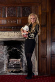 Blonde woman with a puppy in luxury room — ストック写真