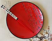 японский красный круглый блюдо — Стоковое фото