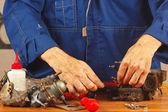 Reparação de peças de motor de automóvel na oficina — Foto Stock
