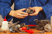 Mechanic repairing parts of the automobile engine in workshop — Stock Photo
