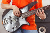 Posing hands of artist playing the bass guitar — Stock Photo