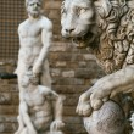 Statue of a lion at the Loggia dei Lanzi in Piazza della Signoria in Florence. — Stock Photo