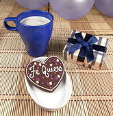 Sweet chocolate heart cookie in festive ambiance — Stock Photo
