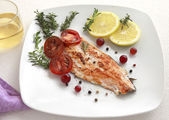Grilled Salmon withe lemon and spices — Stock Photo