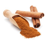 Milled cinnamon isolated on white — 图库照片