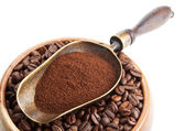 Vintage scoop with ground coffee and bowl with coffee beans — Stock Photo