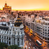 Panoramatický pohled na gran via, madrid, španělsko. — Stock fotografie