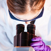 Researcher microscoping. — Stock Photo