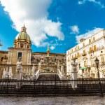 Fontana Pretoria in Palermo, Sicily, Italy — Stock Photo #21607995