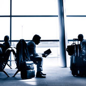 Businessman traveling on airport silhouette. — Stock Photo