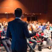 Prelegent na konferencji biznesowych i prezentacji. — Zdjęcie stockowe