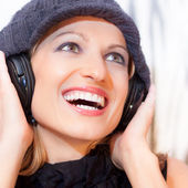 Blonde lady listening to the music. — Stock Photo