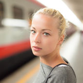 Young woman on platform of railway station. — Stock Photo