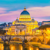 View at St. Peters cathedral in Rome, Italy — Stock Photo