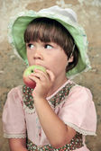The girl with an apple. — Stock Photo