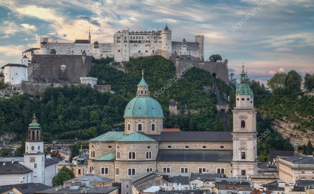 City and Castle Hohensalzburg in Morning - Salzburg, Austria — Zdjęcie stockowe #18229329