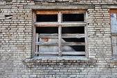 Parte delantera del edificio abandonado — Foto de Stock