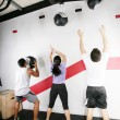 Foto Stock: Mand WomDoing Crossfit on gym. Crossfit Series