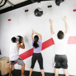 ストック写真: Mand WomDoing Crossfit on gym. Crossfit Series