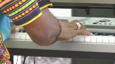 Hands playing the piano — Stock Video