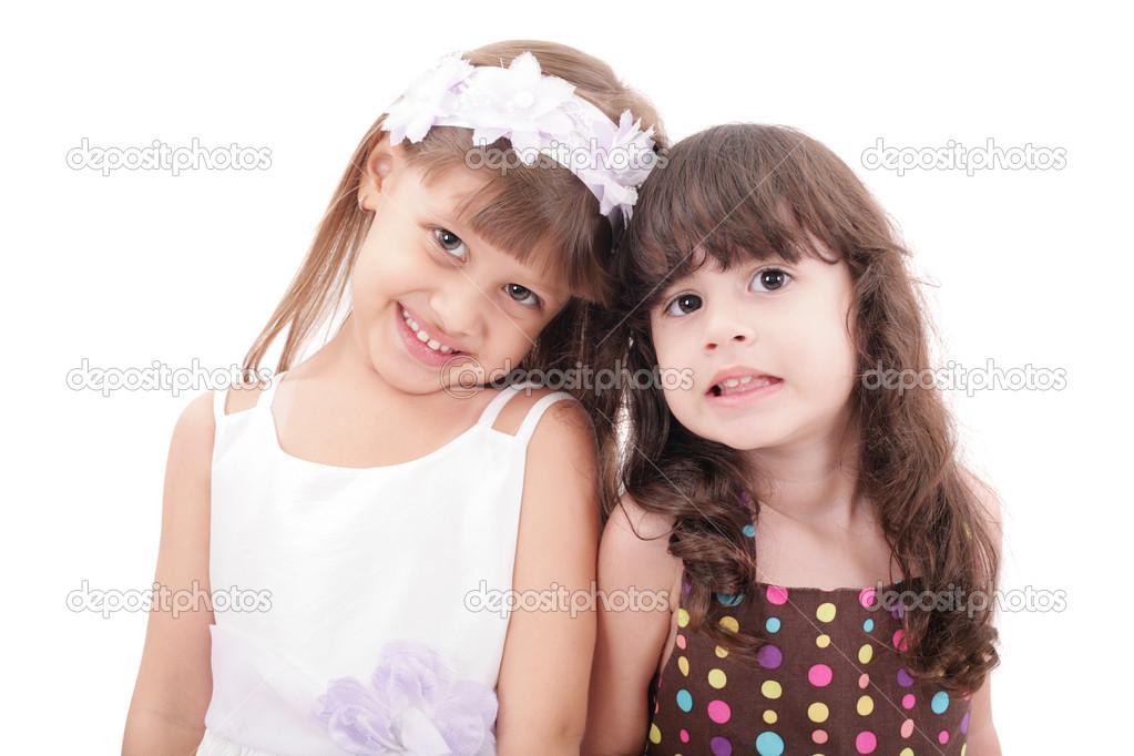 两个可爱的小女孩