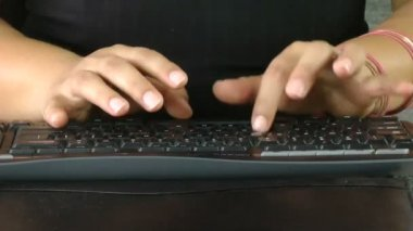 Business woman hands typing — Stock Video