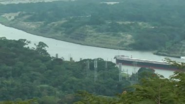 PANAMA CITY,SEPT 25: Corte Culebra, shortest part of Panama Canal that give permission to ships that transit around the world. Allows just one ship in this area in Panama City, Panama on Sept 25, 2013 — Stok video
