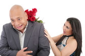 Woman striking his boysfriend with a bouquet of red roses. Focu — Stock Photo