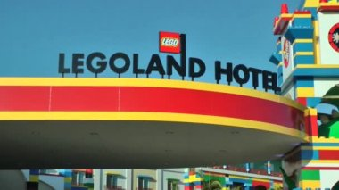 CARLSBAD, CA, CIRCA 2014: Legoland Hotel California, CIRCA 2014. This hotel is designed and planned for kids. From the decor, to the floor plan, to the food, the buffet, the tables and play areas. — Stock Video