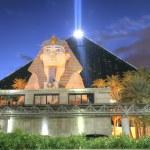 LAS VEGAS - FEB 3: The Luxor hotel and casino on February 3, 201 — Stock Photo