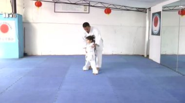 Caucasian girl at karate practice — Stock Video
