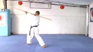 Man in karate practicing with a bo in his hands — Stock Video