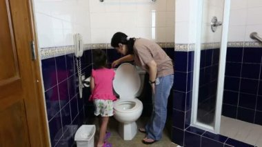 Mother teaching her baby to use the toilet — Stock Video