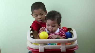 Brothers playing with multicolored balls — Stock Video