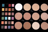 Een verzameling kleurrijke make-up pallet — Stockfoto