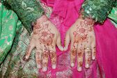 Henna On Hands Of Indonesian Wedding Bride — Stock Photo