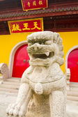 Buddha Temple and Guardian Statue — Stock Photo
