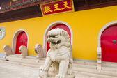 Buddha Temple and Guardian Statue — Stockfoto