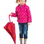 Beautiful little girl with umbrella — Stock Photo