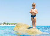 Kid playing in the sea — Stock Photo
