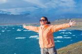 Woman Admiring Glacier Lake — Stockfoto